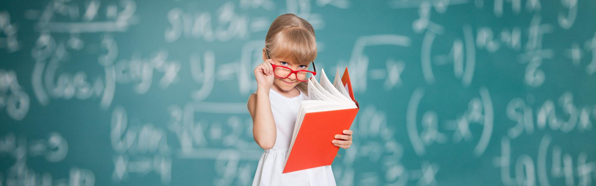 Szkolna polisa dla dziecka: jak nie dać się złapać w pułapkę?